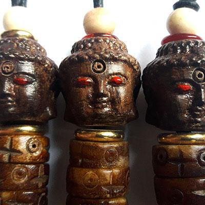 3 têtes de bouddha